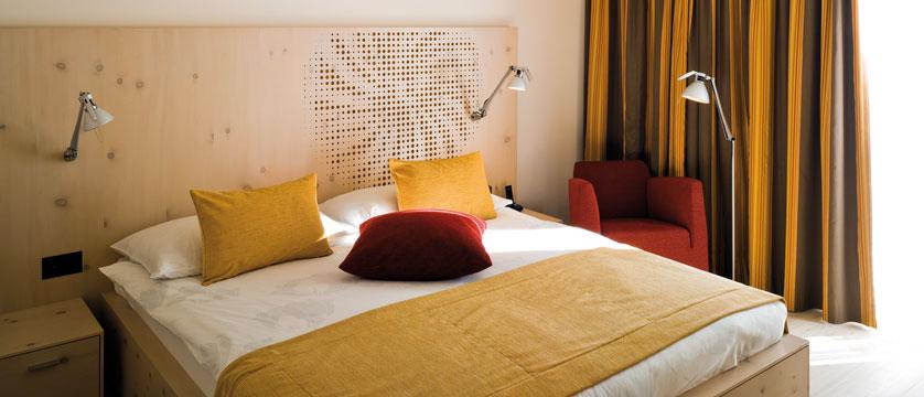 Switzerland_St-Moritz_Hotel-Steffani_Double-bedroom.jpg